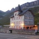 23.7.: Nicht gerade bei der Passhöhe: historisches Hotel