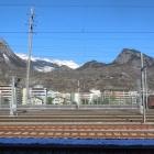 16.2.: Bahnhof Brig, Schnee oben, unten warm