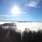 17.12.: Samstags-Teil-Panorama: Nebelmeer vor Alpenbogen, von Uto-Kulm aus.