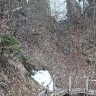 11.3.: Uetliberg: Schnee-/Eisspuren in den Flanken über dem Weg