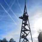 27.12.: Uetliberg-Aussichtsturm mit Flugspuren am Himmel