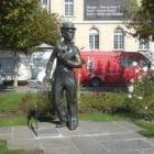 13.10.: Vevey: Charly Chaplin-Denkmal, Knie-Werbung und Alimentarium