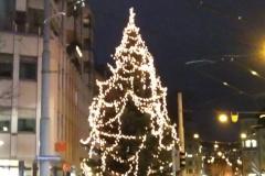 23.12.: Weihnachtsbeleuchtung Schmiede Wiedikon