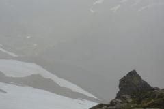 Schnee, Fels – und alles im Nebel
