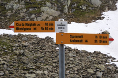 Nächster Pass und Wegweiser zur nächsten Hütte