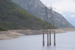 braucht eine Weile, bis der Strommast «nasse Füsse» bekommt!