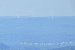20.8.: Wieder mal gut zu sehen vom Uetliberg UtoKulm aus: Windpark Verenafohren.