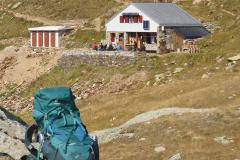 17.9.: Unterwegs zur Badushütte beim Oberalppass, Nähe Tomasee (Ursprung Vorderrhein) – #SAC #SACManegg, mit einem Rucksack voll Esswaren für den Hüttenbetrieb